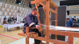 塩沢紬の織布体験