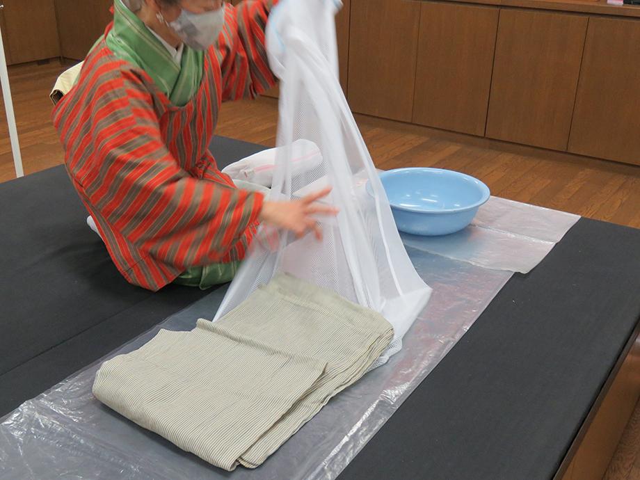 小千谷縮の洗い方 09